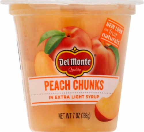 Del Monte Fruit Naturals Yellow Cling Peach Chunks Fruit Cup Perspective: front