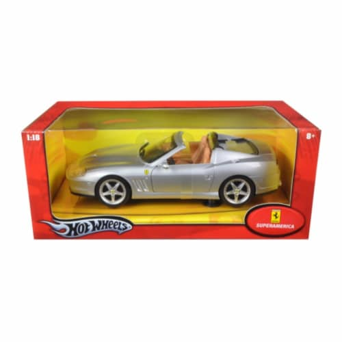 Ferrari Super America Diecast Model Silver 1/18 Diecast Model Car by Hotwheels Perspective: front