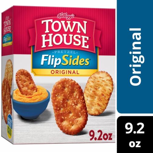 Kellogg's Town House® Baked Original Pretzel Flipsides Crackers Perspective: front
