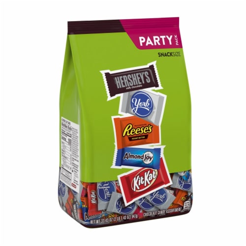 Hershey's Snack Size Candy Assortment Perspective: front
