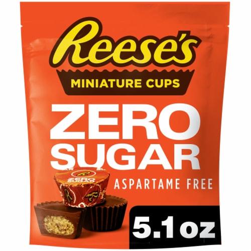 Reese's Zero Sugar Miniature Milk Chocolate Peanut Butter Cups Perspective: front