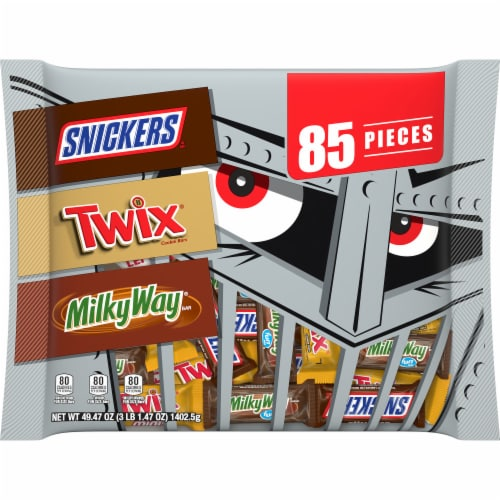 Mars Assorted Fun Sized & Mini Sized Chocolate Halloween Candy Variety Bag Perspective: front