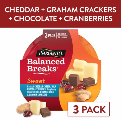 Sargento® Sweet Balanced Breaks Cheddar Cheese Chocolate Cranberries & Crackers Snack Packs Perspective: front