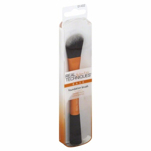 Real Techniques Base Foundation Brush Perspective: front