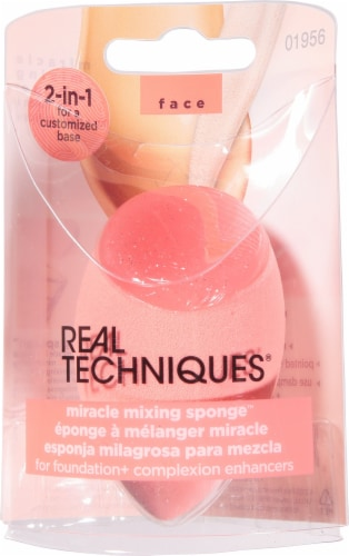 Real Techniques Miracle Mixing Sponge Perspective: front