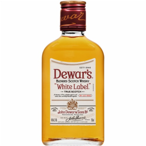 Dewar's White Label Blended Scotch Whisky Perspective: front