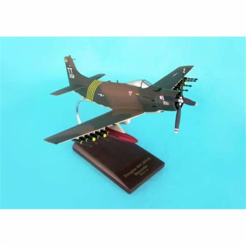 Daron Worldwide Trading B7140 A-1H (AD-6) Skyraider (USAF) 1/40 AIRCRAFT Perspective: front
