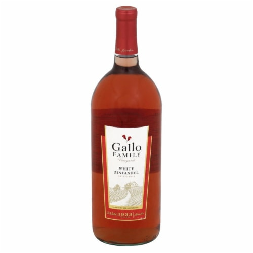 Gallo Family Vineyards White Zinfandel Wine Perspective: front