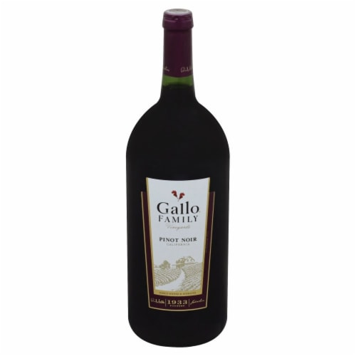 Gallo Family Vineyards Pinot Noir Red Wine Perspective: front