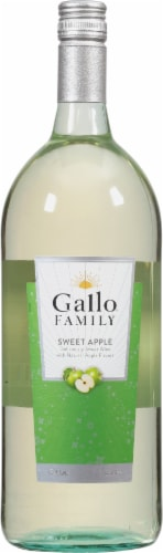 Gallo Family Vineyards Sweet Apple White Wine Perspective: front
