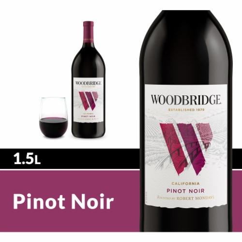Woodbridge by Robert Mondavi Pinot Noir Red Wine Perspective: front