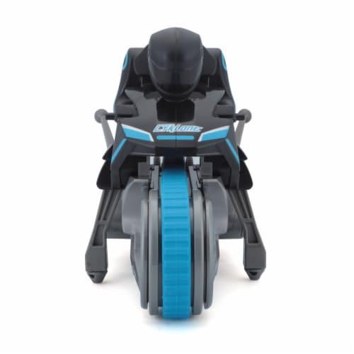 Maisto Cyklone RC Vehicle Perspective: front
