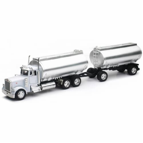 New-Ray NEWSS-14333 Peterbilt 379 Twin Oil Tanker Model Truck in White with Chrome Tanks Perspective: front