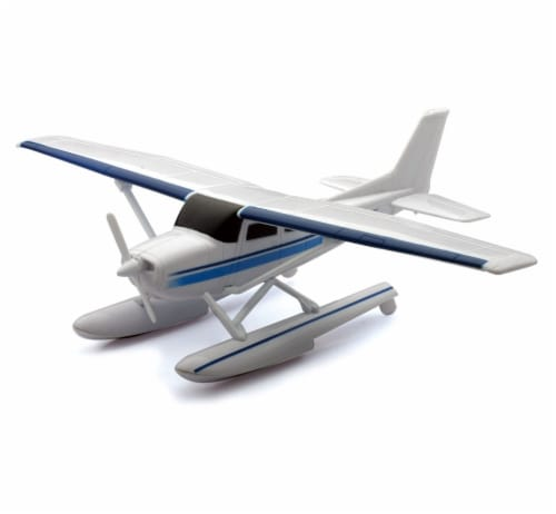 Snap Together Model Cessna 172 Skyhawk with Float, 1:42 Scale Perspective: front