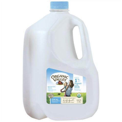 Organic Valley 1% Lowfat Milk Perspective: front