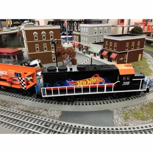 Lionel LNL84700 O Scale Hot Wheels Lion Chief Train Set Perspective: front