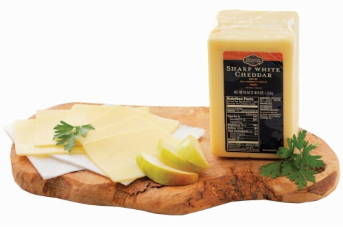 Private Selection™ Aged Cheddar Perspective: front