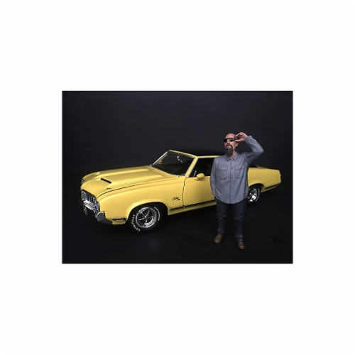 American Diorama 38281 1 by 24 Scale Hanging Out II Frank Figurine Model Perspective: front