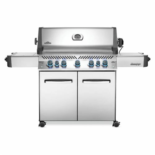 Napoleon P665RSIBPSS Prestige 665 RSIB Propane Gas Grill with Infrared Burners Perspective: front