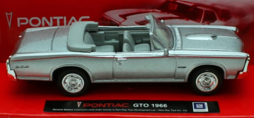 1:43 Scale Die-Cast Silver 1966 Pontiac GTO Convertible Perspective: front
