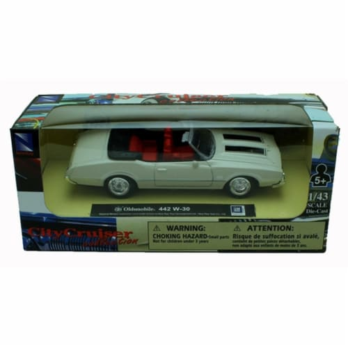 1:43 Scale Die-Cast White Oldsmobile 442 W-30 Perspective: front