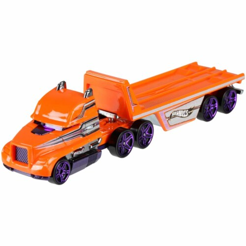 Hot Wheels Track Trucks, Hitch N' Haul Perspective: front