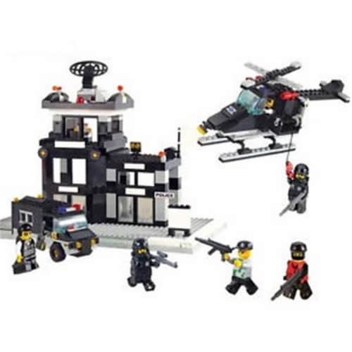 Riot Police Command Center Building Brick Set (389pcs) Perspective: front