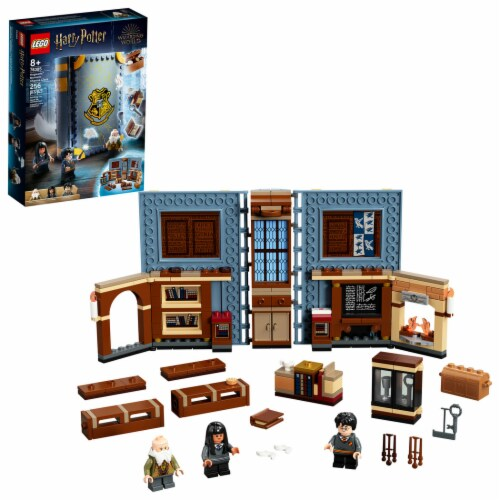 LEGO® Harry Potter™ Hogwarts™ Moment: Charms Class Perspective: front