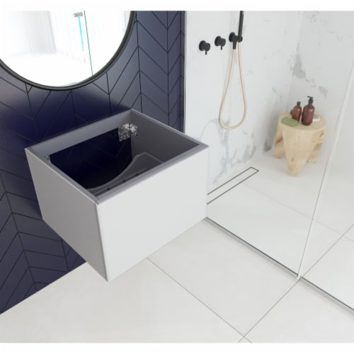 Vitri 24 - Cloud White Cabinet Perspective: front