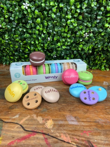 Wordy Macaron English/French Perspective: front