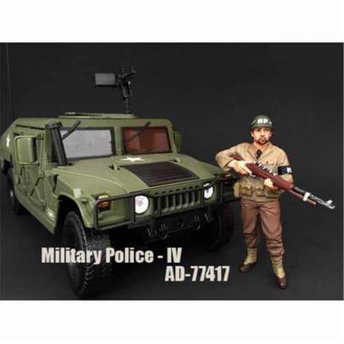American Diorama 77417 WWII Military Police Figure IV for 1-18 Scale Models Perspective: front