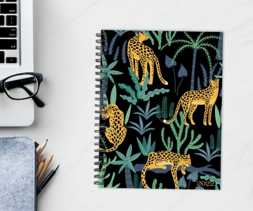 Leopard Print 2022 6.5  x 8.5  Softcover Weekly Planner Perspective: front