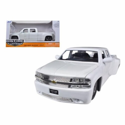 1 by 24 1999 Chevrolet Silverado Dooley Diecast Model Car, White Perspective: front