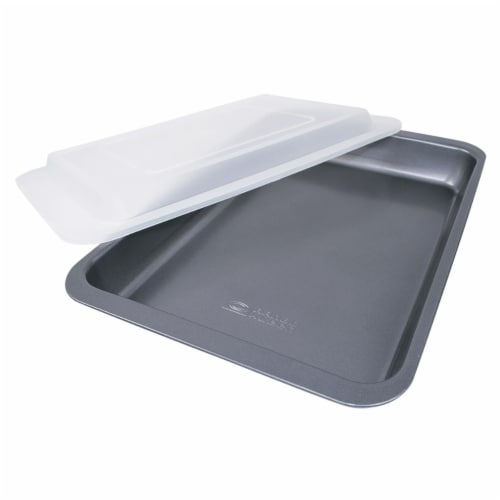9 x 13 in. Covered Cake Pan Non-stick Perspective: front