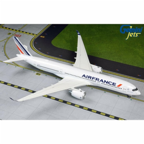 Gemini200 G2AFR867 Air France A350-900 1-200 Reg F-HTYA Model Airplane Perspective: front