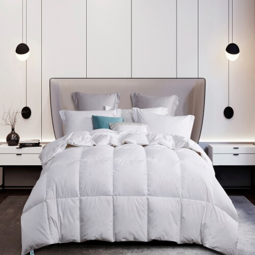 Martha Stewart 300 Thread Count White Down Comforter - Twin Perspective: front