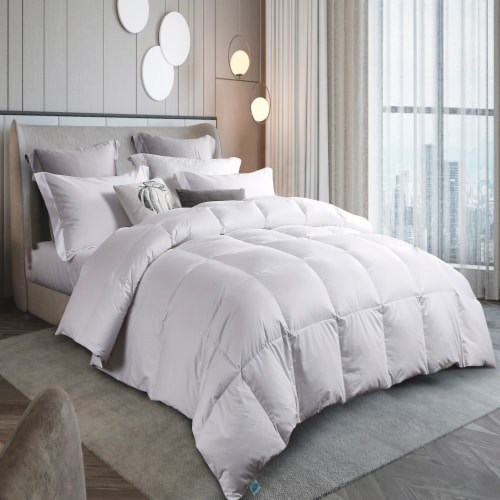 Martha Stewart 300 Thread Count White Down Comforter - Full / Queen Perspective: front
