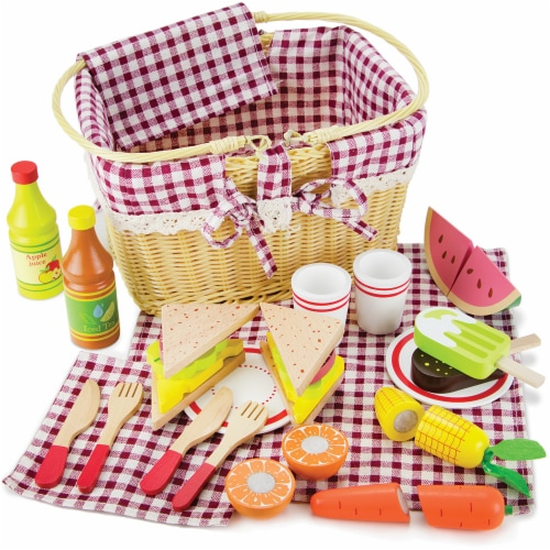 Slice & Share Picnic Basket Perspective: front