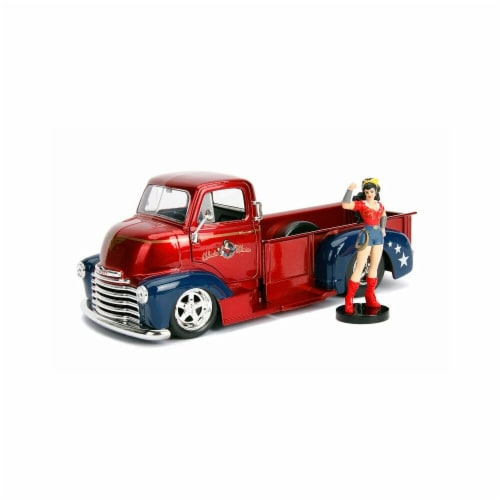 1 by 24 Scale 1952 Chevrolet COE Model Car with Wonder Woman Figure DC Comics Bombshells Perspective: front