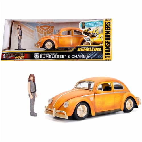 Jada 30114 Volkswagen Beetle Weathered Yellow with Robot on Chassis & Charlie Diecast Figurin Perspective: front