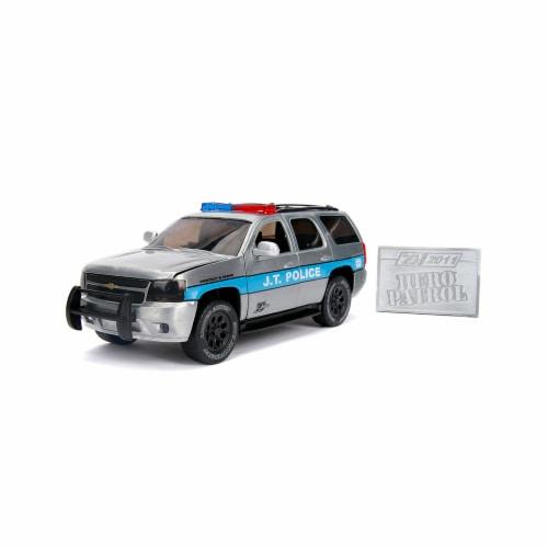 Jada Toys JAD31076 2010 Chevrolet Tahoe Hero Patrol Police Model Car Perspective: front