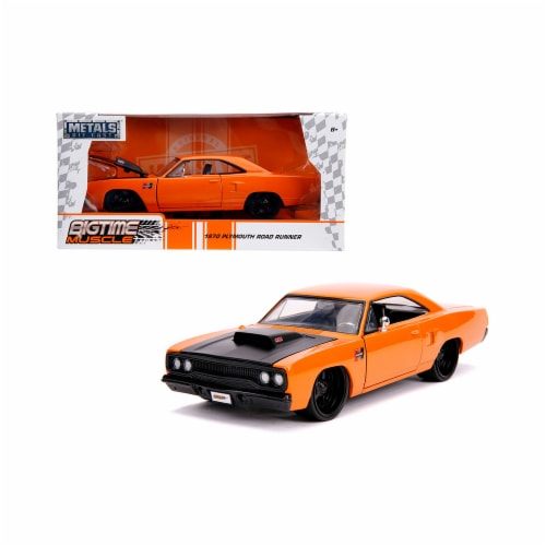 Jada 31325 1970 Plymouth Road Runner Hood Bigtime Muscle 1 by 24 Diecast Model Car, Orange & Perspective: front