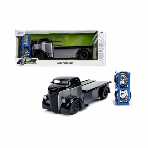 Jada JA31540 1947 Ford COE Flatbed Tow Truck Gray & Black with Extra Wheels Just Trucks Serie Perspective: front