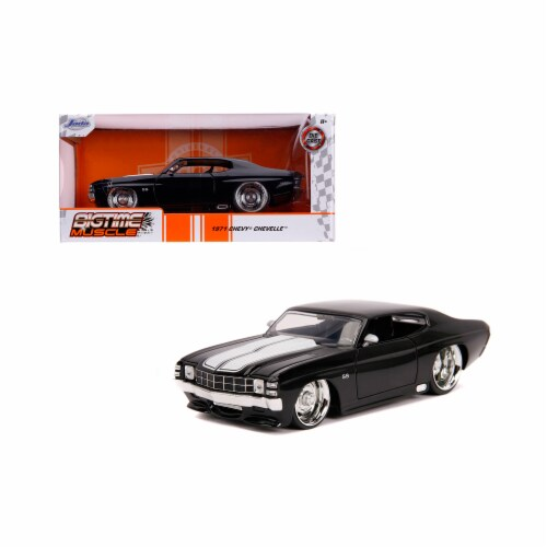 Jada 31653 1971 Chevrolet Chevelle SS Glossy Black with White Stripes Bigtime Muscle 1 by 24 Perspective: front