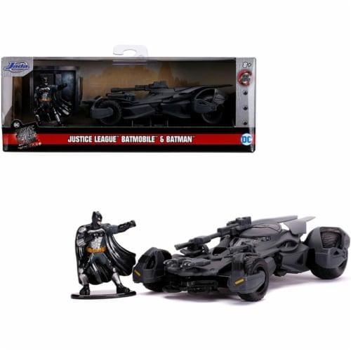 Jada 31706 2017 Batmobile with Diecast Batman Figurine Justice League 2017 Movie DC Comics Ho Perspective: front