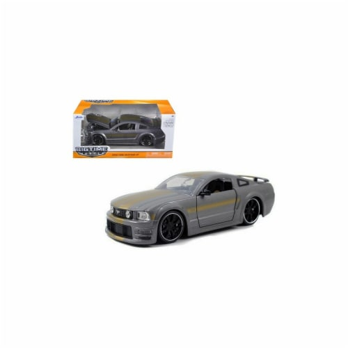 Jada 90658gry 2006 Ford Mustang GT Grey with Gold Stripes 1-24 Diecast Car Model Perspective: front