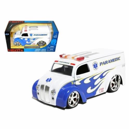 Jada 96237 Div Cruiser Bus Paramedics Ambulance 1-24 Diecast Model Car Perspective: front