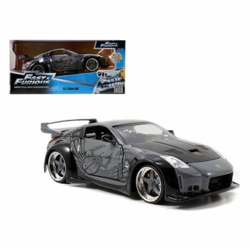 Jada 97172 1 by 24 Scale Diecast D.K.s Nissan 350Z Black Fast & Furious Movie Model Car Perspective: front