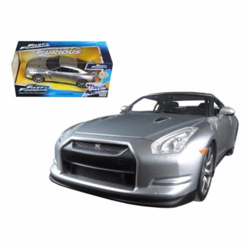 Brian\'s Nissan GTR R35 Silver \Fast & Furious\ Movie 1/24 Diecast Model Car by Jada Perspective: front