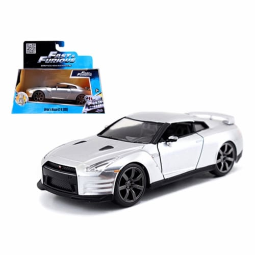 """Brian\'s Nissan GT-R R35 Silver \Fast & Furious\ Movie 1/32 Diecast Model Car by Jada """""""""""" Perspective: front"""